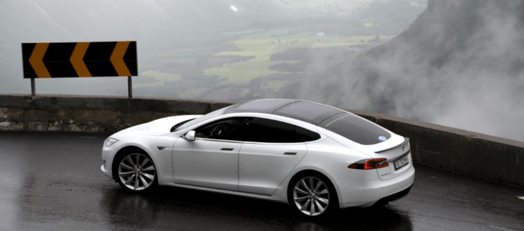 Model S estrada