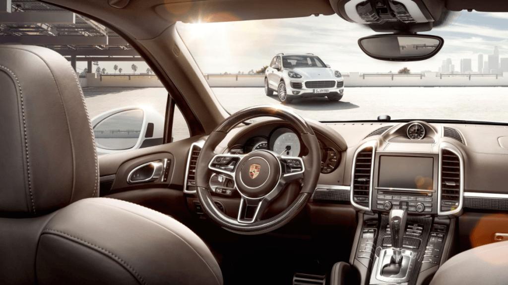 interior Porsche Cayenne S E-Hybrid