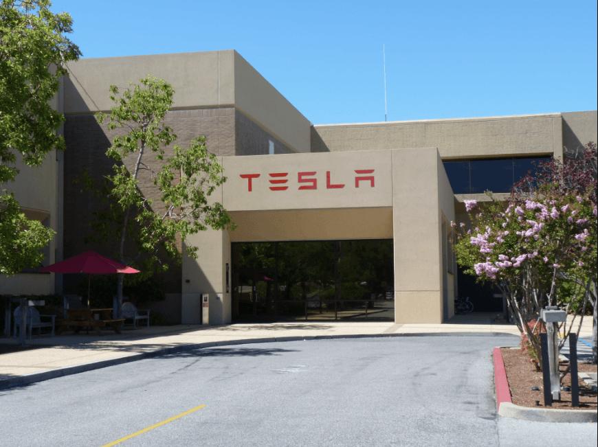 Fabrica Tesla 4