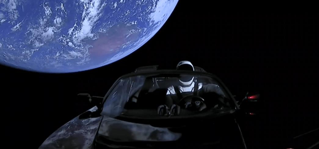 SpaceX Tesla no espaço