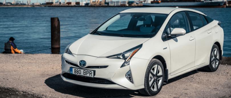 Toyota-Prius-branco