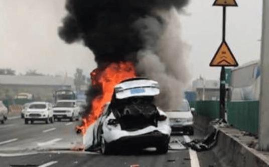 acidente com carro elétrico Model X