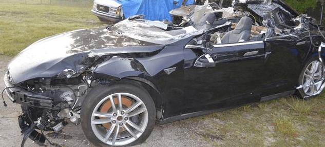 acidente com carro elétrico