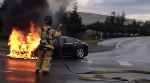 acidente carro elétrico Model S