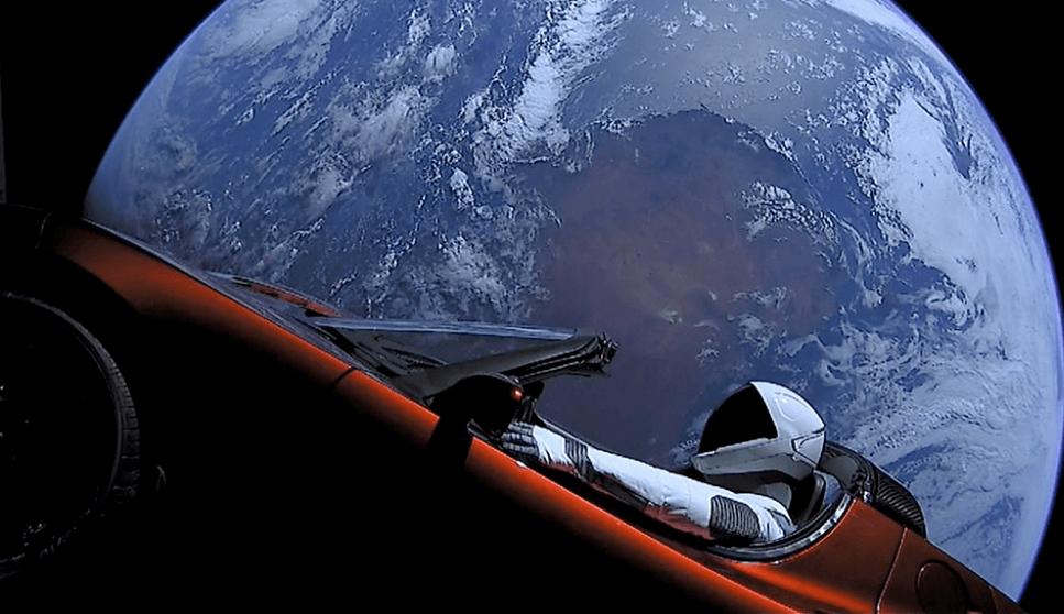 Carro Tesla Espaço