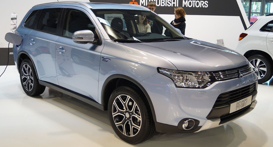 Mitsubishi Outlander PHEV disponível no test-drive de carros elétricos New Mobility