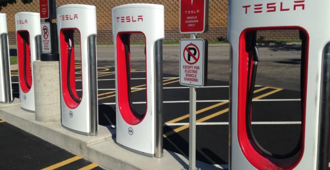 Tesla aumenta taxa de ociosidade do Supercharger