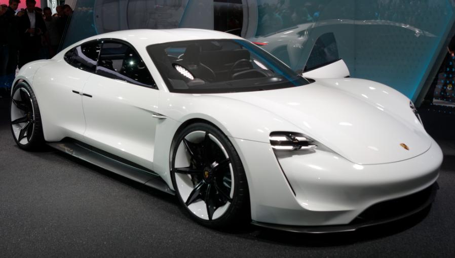 Porsche primeiro carro elétrico Taycan EV