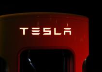 Tesla registra lucro de US$ 319 milhões