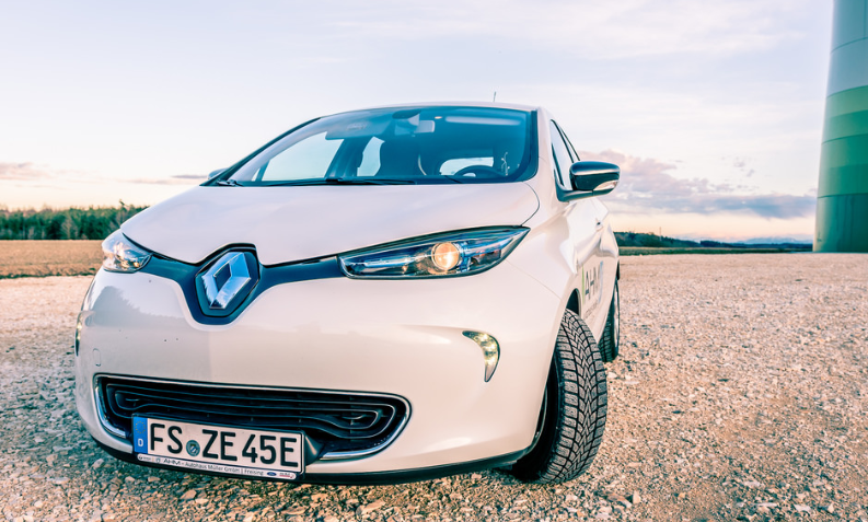Renault Zoe design simples e itens tecnológicos
