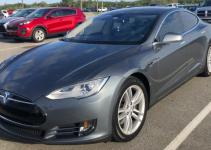 Tesla Model S surpreende em sua performance