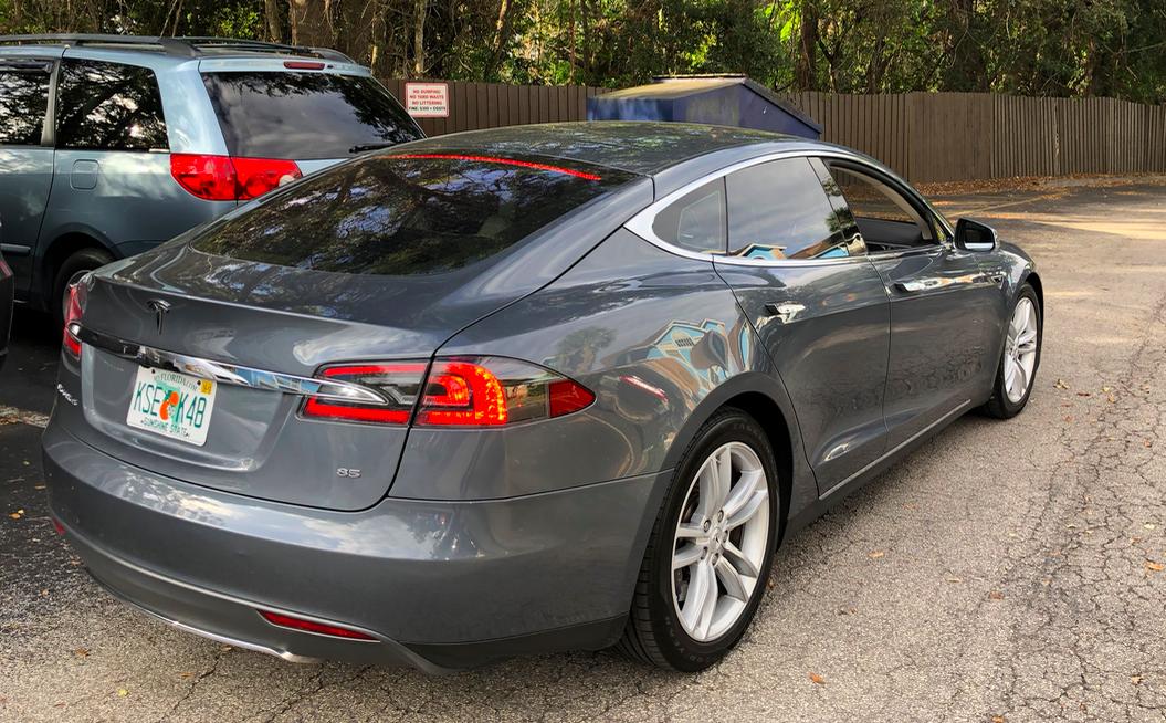 Model S traseira