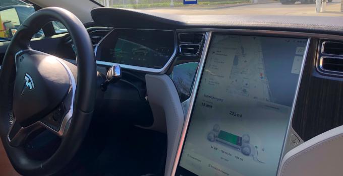 Tesla Autopilot poderá ganhar direção 100% autônoma