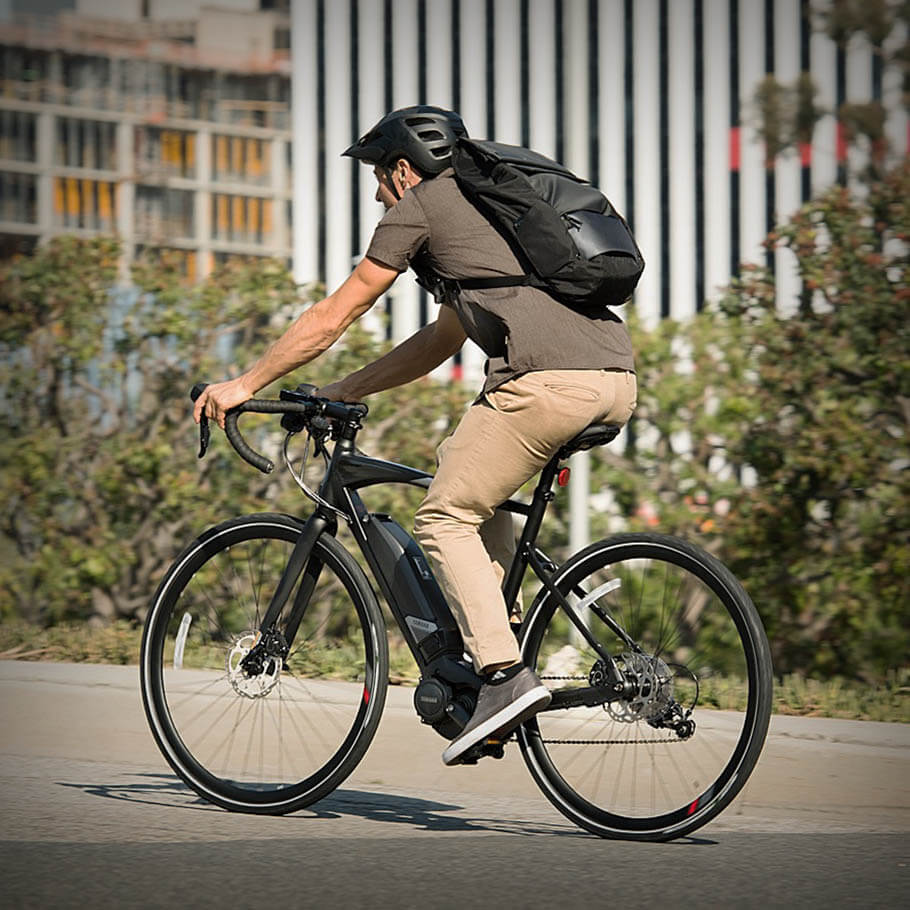 Bicicleta elétrica Yamaha: Linha Road urbanrush andando na rua